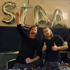 Muziek klaar? Ja.  Joost Oomen & Daan Doesborgh (dichters/performers, leden van dj Team KTW).
