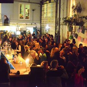 Feest! In Skaters HQ in Amsterdam Noord.