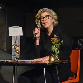 Een feest - maar wel een feest met een licht literaire touch. Daphne de Heer (directeur SLAA).