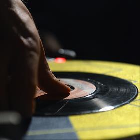 ... gaan verloren in muziek uit de jaren 80.
