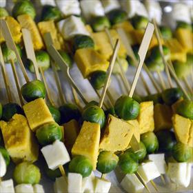 Ook lekker urban: geroosterde spruitjes met halloumi.