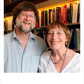 Eva van Santen (vertaler Russisch) met echtgenoot Richard Schoots.