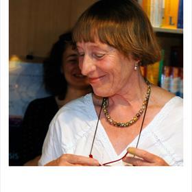 Eva van Santen vertaalde de novelle - uitgeverij Atheneaum heeft ook haar naam op het omslag gezet.