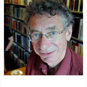 Arthur Langeveld (docent-onderzoeker Russische literatuur en geschiedenis, Universiteit Utrecht).In 2006 kreeg hij voor zijn gehele vertaaloeuvre de Martinus Nijhoffprijs.