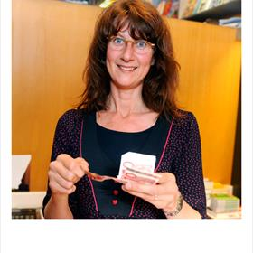 Hanneke Donia Nota (medewerker boekhandel Pegasus).