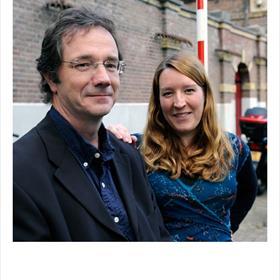 Jasper van Merwijk, Martine van der Maesen (medewerkers Stichting Schrijvers School Samenleving).