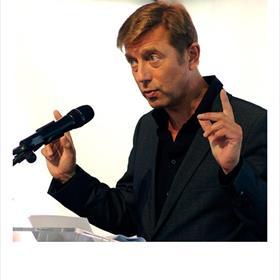 Telt uitje winst -Hans Maarten van den Brink, (auteur, journalist, directeur Mediafonds) 'Het gedrukte boek bevindt zich in zijn eindfase als massaproduct. Dat kan ook winst zijn.'