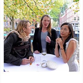 Anne Hoogewoning (coördinator stimuleringssubsidies bouwkunst en vormgeving bij het Fonds BKVB), Ira Koers (standontwerper Nederlandse stand Beijing), Barbara den Ouden (beleidsmedewerker vertaalbeleid buitenland Ned. Letterenfonds).