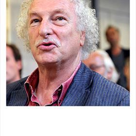 Theo van Praag: 'De jeugd is niet meer naar de boekhandel te sláán... als de boekhandels daar niets aan doen, kunnen de uitgevers niets.'