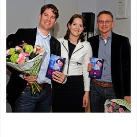 NA 2 JAAR samen op de kiek met je hematologen; dat is wat je noemt een happy end. Matthijs Eefting, Lisa Hilders, Erik Marijt.