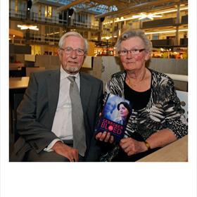 DE REIS WAS LANG, maar 'hier wilden we absoluutbij zijn.' Oom en tante Lauwers kwamen uit Tilburg om de presentatie van de dochter van hun petekind bij te wonen.