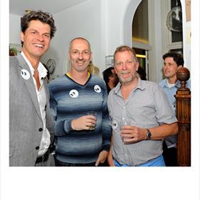 Sporthonk: Maarten Boers (redacteur), Wiep Idzenga (sport- en reisschrijver),Jan Luitzen (sportschrijver).