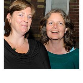 Oud Nieuw Amsterdam: Maria Holtrop vertrok naar Zweden (en werd redacteur bij uitgeverij Kluitman)en Annelies Fontijne ging met het kinderboekenfonds mee naar Gottmer (tot juli jl).