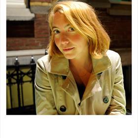 Elise van Iterson (illustrator, kunstenaar, DJ Sensuela) en in die laatste hoedanigheiddol op oudebokkenrock.