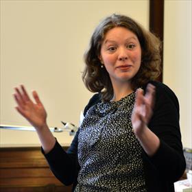 Jennifer Boomkamp (acquirerend redacteur) over de slushpile: de stapel ongevraagd aangeboden manuscripten.