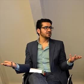 Op zolder: Murat Isik (auteur).