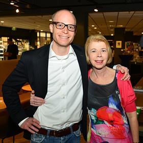 Moeder en zoon Mutsaers, boekhandelaars.