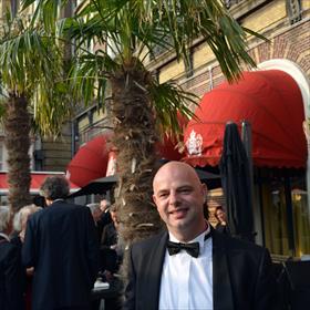 Head Paint =de nieuwe button. Ook voor Mannen. Martin Voigt (commercieel manager Nw A'dam).