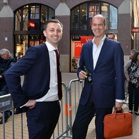 Fabian Paagman (eigenaar boekhandel Paagman Den Haag), Michael van Everdingen (directeur Koninklijke Boekverkopersbond KBb).