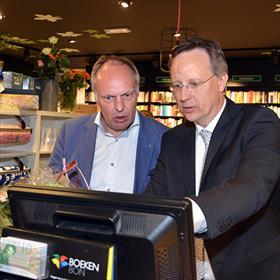 Nog niet echt openen de omzet schiet nu al omhoog. Kees Schafrat (Boekhandel Broekhuis, Overijssel), Rutger van der Velde.