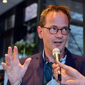 Walter Jansen (Beste Boekverkoper 2014) vertelt wat de prijs zoal teweeg brengt: veel. Heel veel.