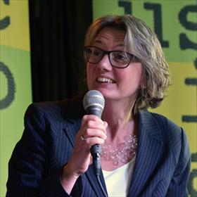 Manda Heddema (genomineerde)van de voortreffelijke Boekhandel De Koperen Tuin, Goes.