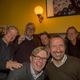 Achter: Erno de Groot (Bibliotheek Eemland), Klaas de Boer (Koppensneller), Hans Bouman (de Volkskrant), Maarten Carbo (de Boekenfluisteraar), vooraan: Robbert Schuurmans (mede-organisator, CB), Hubert de Koning (Printforce)