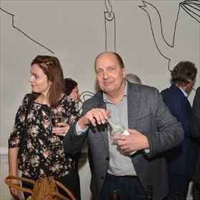 Je zou er dorstig van worden. Mark Vermeer en Petra Hoogendoorn van Bruna IJburg.