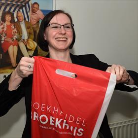 Hard aan het werk: Marianne Mensen (boekhandel Broekhuis).
