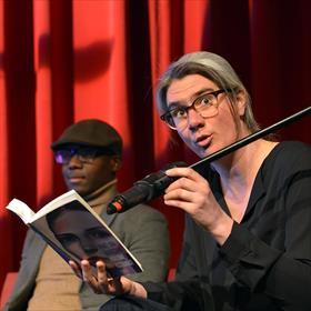 Koningin van het Ongemakkelijke Moment: Renée van Marissing (auteur) leest voor uit 'Parttime Astronaut'(Atlas Contact).