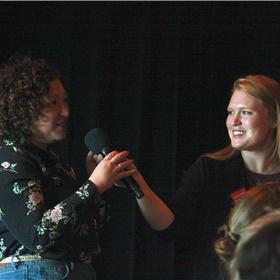 Crystal Walton van boekhandel Donner is groot fan van Angie Thomas, en kreeg de kans haar ook een paar vragen te stellen.