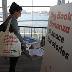 Alle boeken pasten in de verstrekte Big Book Bonanza-tassen.