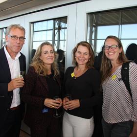 René Prins, managing director van Van Ditmar boekenimport; auteur Sarah Meuleman; Caroline Reeders van Athenaeum boekhandel; en Eline Rupert van boekhandel Den Boer rechts.
