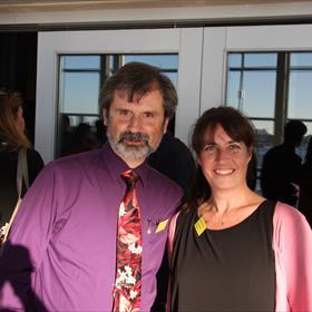 Aytun Caka en Suzanne Oonk van boekhandel Verkaaik.