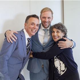 De eerste bestsellerauteur van S&B. v.l.n.r. Paul Sebes, Willem Bisseling, Hanneke Groenteman