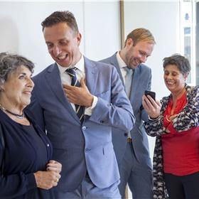Sharing memories. V.l.n.r. Hanneke Groenteman, Paul Sebes, Willem Bisseling, Caroline van Gelderen (voormalig mede-eigenaar)