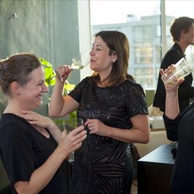 De Queridootjes: v.l.n.r. Rebekka Bremmer (auteur), Manon Uphoff (auteur), Patricia de Groot (redacteur Querido)