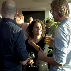 Thomas Rap en voormalig Thomas Rap: v.l.n.r. Arend Hosman (uitgever Thomas Rap), Saartje Schwachofer (redacteur Thomas Rap), Erik de Bruin (Ambo Anthos)