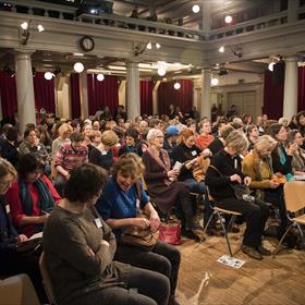 Volle bak. De symposiumdag wordt ieder jaar door ruim driehonderd literair vertalers in én uit het Nederlands bezocht.