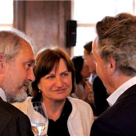Martijn David (GAU), Josja Zijlstra (Nieuw Amsterdam) en – op de rug – Arjen Holl (Koninklijke Boom uitgevers)
