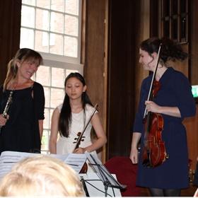 Villa Stolz, met Buruma's dochter Josephine (tweede van links) op eerste viool, speelde Haydns opus 76 'Zonsopgang'