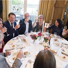 Proost! Jeroen Wielaert (NOS), Eveline Aendekerk (CPNB), Mark Beumer (directeur De Bezige Bij), Marcel de Groot (hoofd marketing Libris), Margriet Rienks (boekhandel Venstra), Afke v Rijn (Directeur C en M, OC&W), Maria Vlaar (voorzitter Auteursbond, winnaar Biesheuvelprijs 2019).