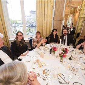 Boekhandelaren verenigd: Cor Wiersma (boekhandel Los), Eline Rupert en Gerda Aukes (Boekhandel Den Boer), Meriam Behrens (Van Piere), Jan Verhagen (Van Piere), Monique Kaufmann (Dekker van der Vegt), en (alleen het haar zichtbaar) Lenneke Gons (Boekhandel Los).