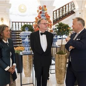 Het ontvangstcomité: Caroline Damwijk (directeur Libris/Blz), Alexander Rinnooy Kan (voorzitter Stichting Literatuur Prijs) en Jan-Paul Kroese (directeur Amstel Hotel).