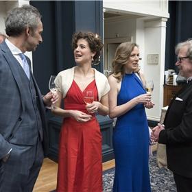 Een glaasje vooraf: Arjan Peeters, Bregje Hofstede, Esther Gerritsen en Jef van Gool (penningmeester Stichting Literatuur Prijs).