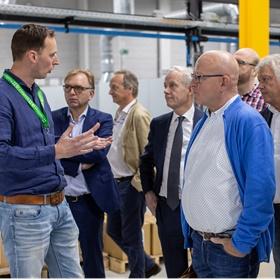 Rik Thijsen (Printforce), Roy Wijmans (Gigaprint), Emile Blomme (Bertram & de Leeuw), Guus Kemperink (Kemperink Maarschalkerweerd Wouters), Bert Veltman (Veltman Uitgevers), Jan Ceelen (Amstel Graphics), Henk Wijmans (Gigaprint)