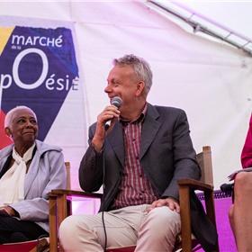Bas Pauw nam namens het Nederlands Letterenfonds deel aan de openingsceremonie en vertelde over het Nederlandse gastlandschap.  Naast hem (rechts) Marie-Caroline van Seggelen (tolk) en (links) Marie-Thérèse Lacombe, raadslid van het 6e arrondissement van Parijs.