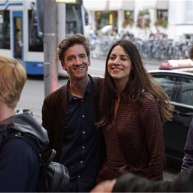 Uitgever Milou Klein Lankhorst en klimaat-specialist Jelmer Mommers van De Correspondent vertegenwoordigen auteur Arjen van Veelen, die is genomineerd met 'Amerikanen lopen niet'