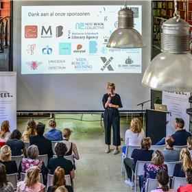 Elspeet-voorzitter Lotte Dijkstra opent de conferentie