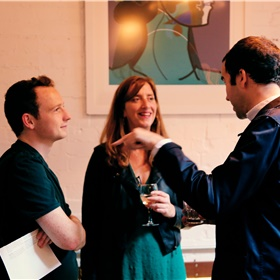 Van links naar rechts Josh Smith (pr Faber & Faber – dat voorjaar 2020 de roman van Marieke Lucas Rijneveld brengt), Hannah Corbett (pr New Dutch Writing) en Martin Colthorpe (New Dutch Writing / Modern Culture).